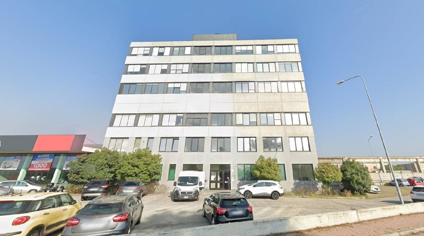 Ufficio / Studio in affitto a Moncalieri, 9999 locali, prezzo € 3.100   CambioCasa.it