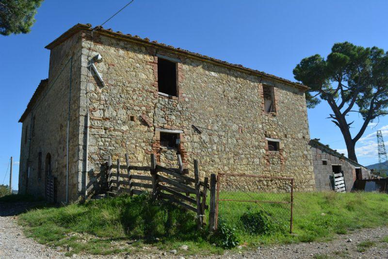 Casa Colonica in Vendita a Castelnuovo di Val di Cecina