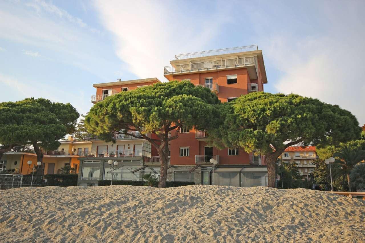 Stabile - Palazzo in Vendita a San Bartolomeo al Mare