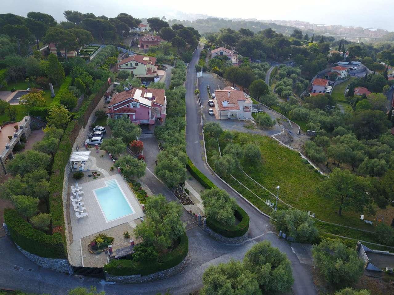 Villa in Vendita a Diano Castello