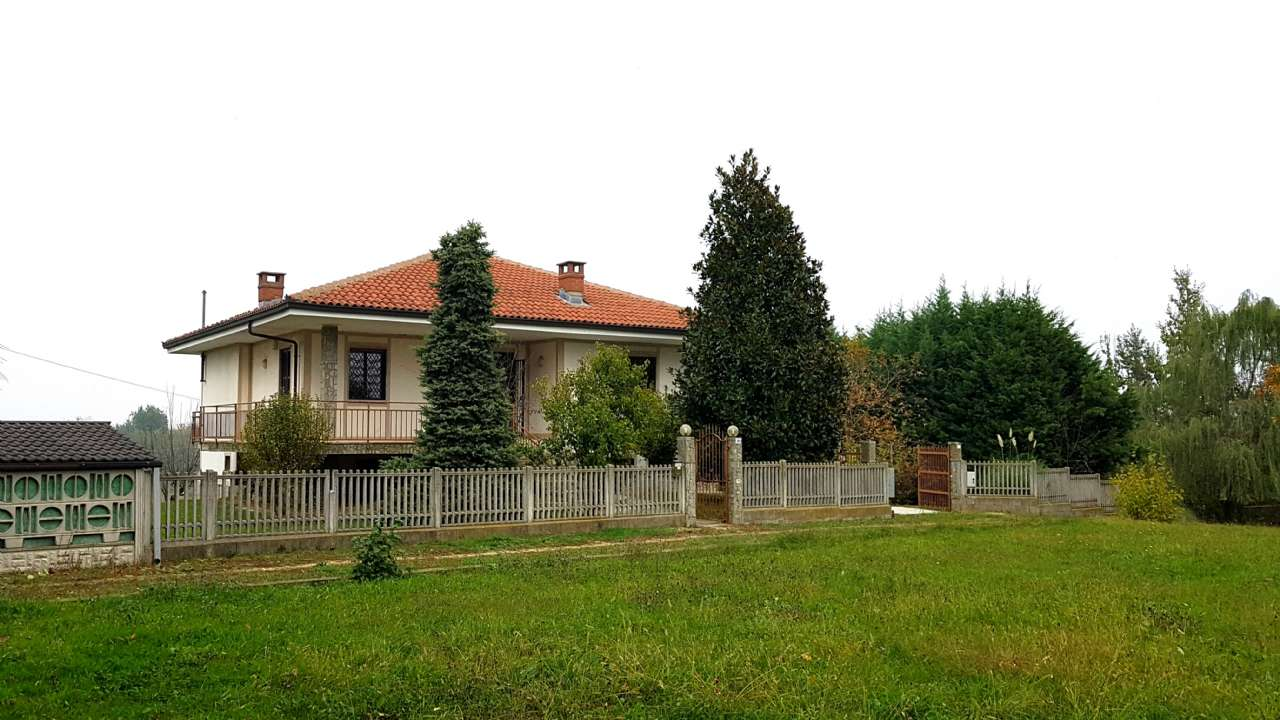 Villa in Vendita a Cellarengo