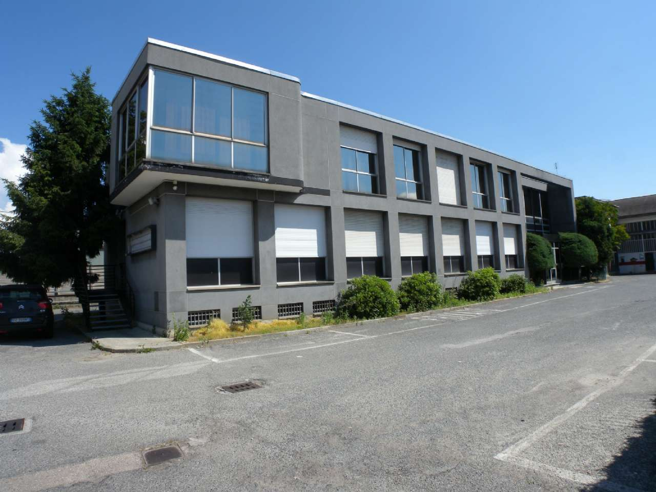 Struttura Commerciale in Affitto a Moncalieri