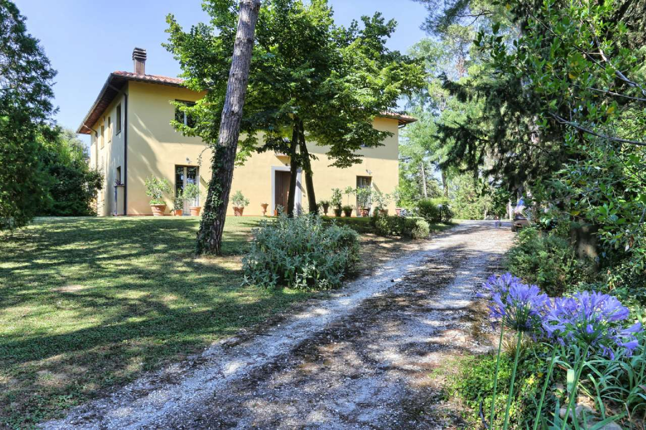 Farmhouse for Sale to Livorno