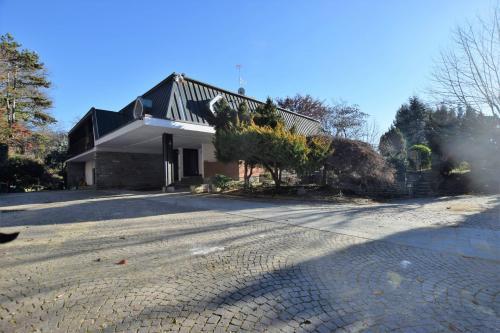 Villa Trifamiliare in Vendita a Moncalieri