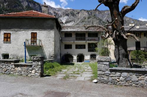 Stabile - Palazzo in Vendita a Bardonecchia