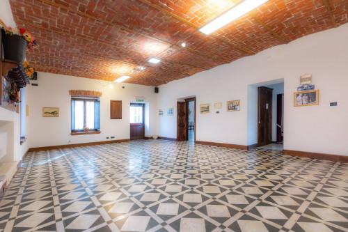 Struttura Commerciale in Vendita a Villar Focchiardo