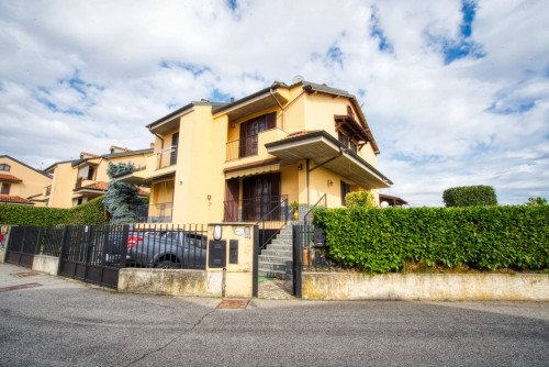 Villa Bifamiliare in Vendita a Lacchiarella