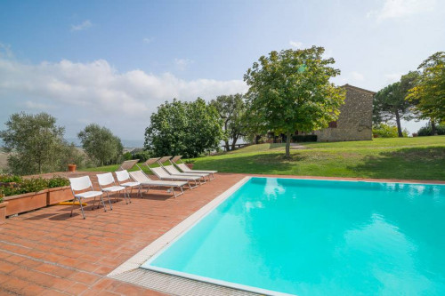 Farmhouse for Sale to Collesalvetti