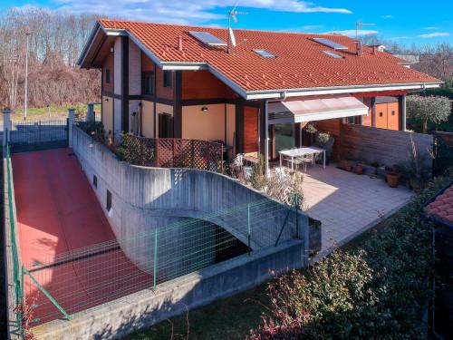 Villa in Vendita a Villanova Canavese
