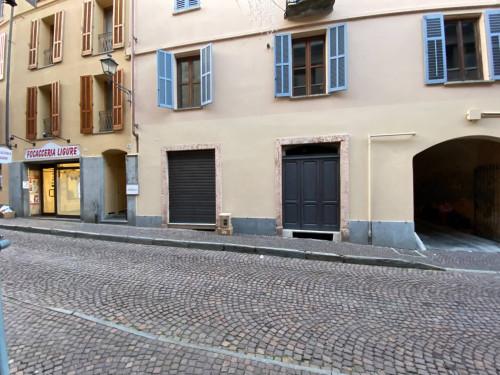 Struttura Commerciale in Affitto a Mondovì