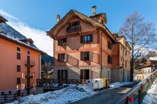 Stabile - Palazzo in Vendita a Brusson
