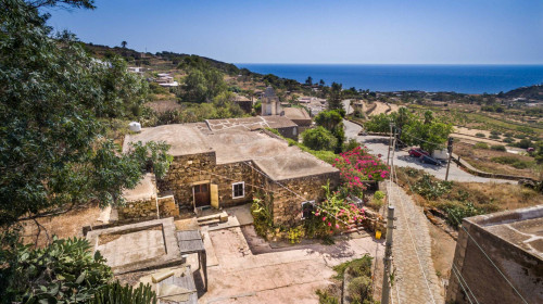 Turistico in Vendita a Pantelleria