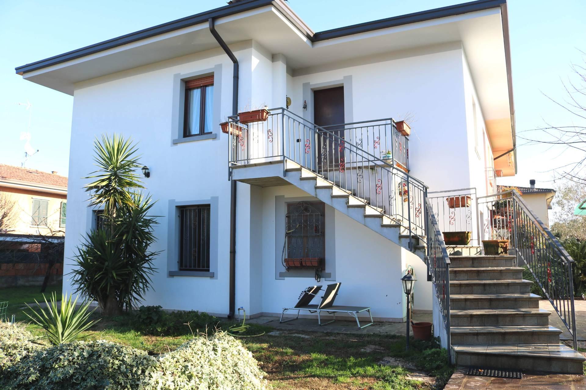 Villa Bifamiliare in vendita a Carpenedolo, 8 locali, prezzo € 240.000 | PortaleAgenzieImmobiliari.it