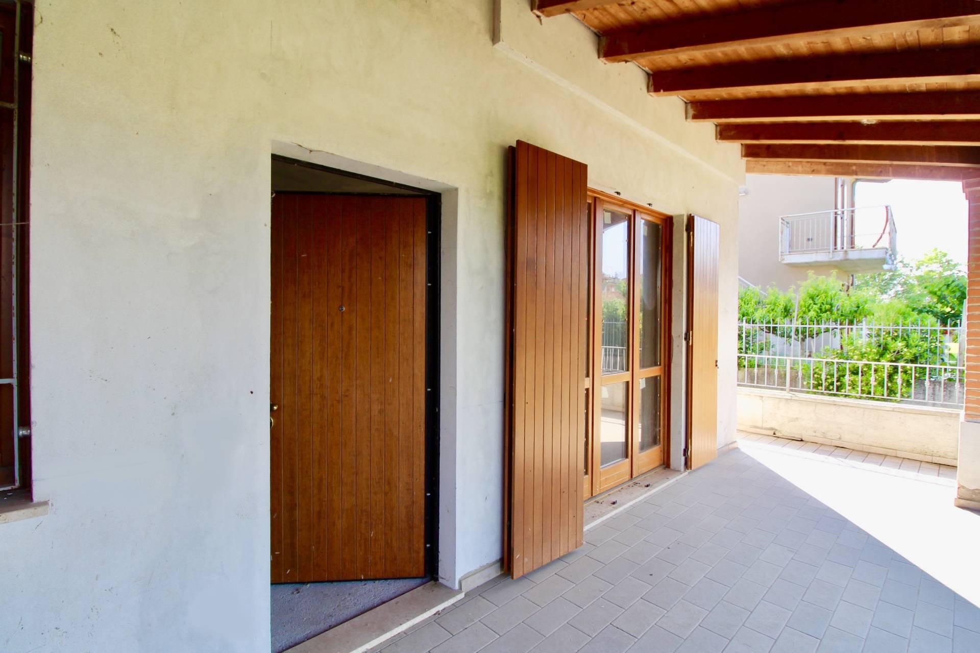 Villa Bifamiliare in vendita a Pozzolengo, 7 locali, prezzo € 250.000 | PortaleAgenzieImmobiliari.it