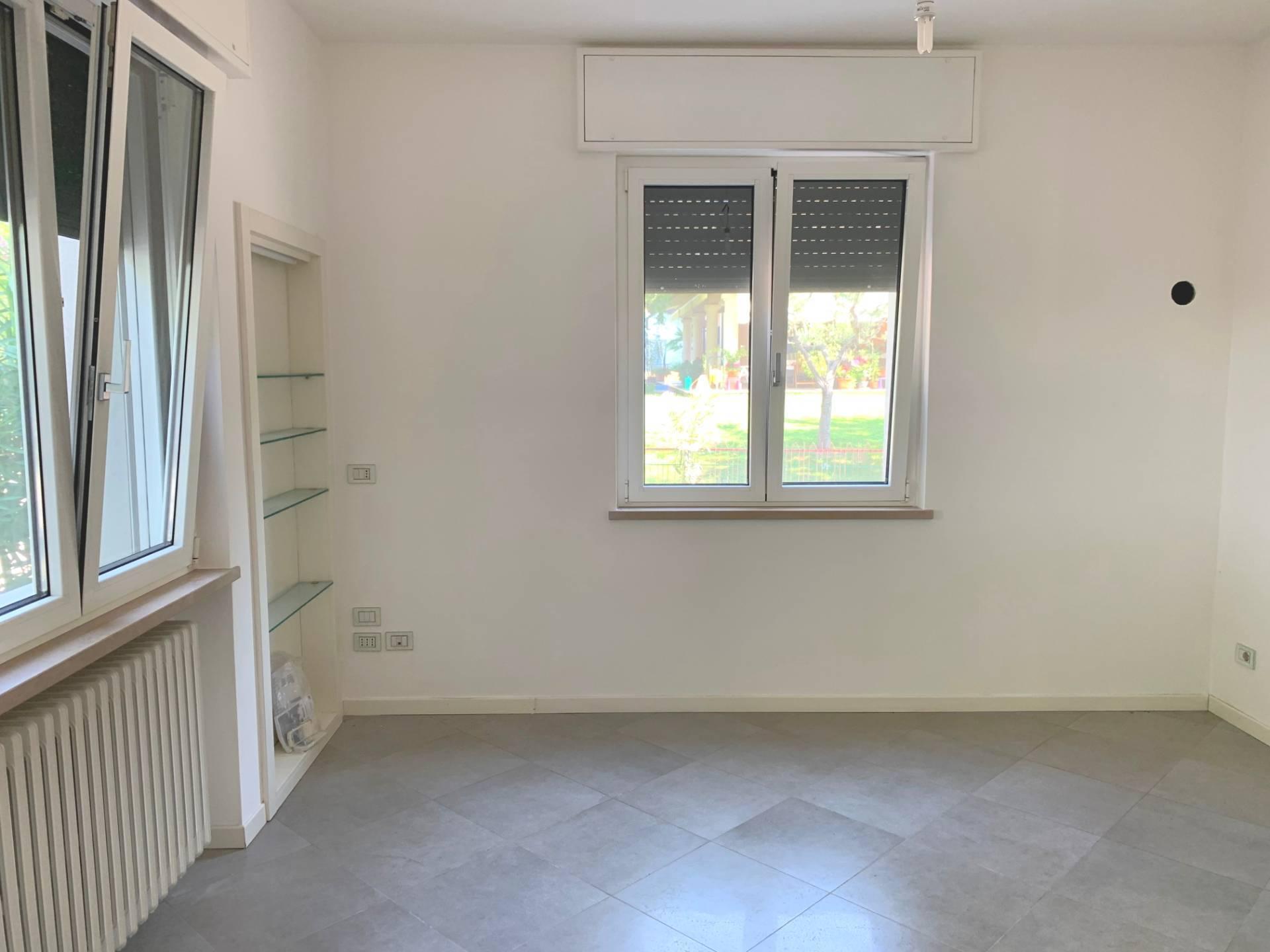 Appartamento in vendita a Sirmione, 3 locali, zona na, prezzo € 260.000   PortaleAgenzieImmobiliari.it