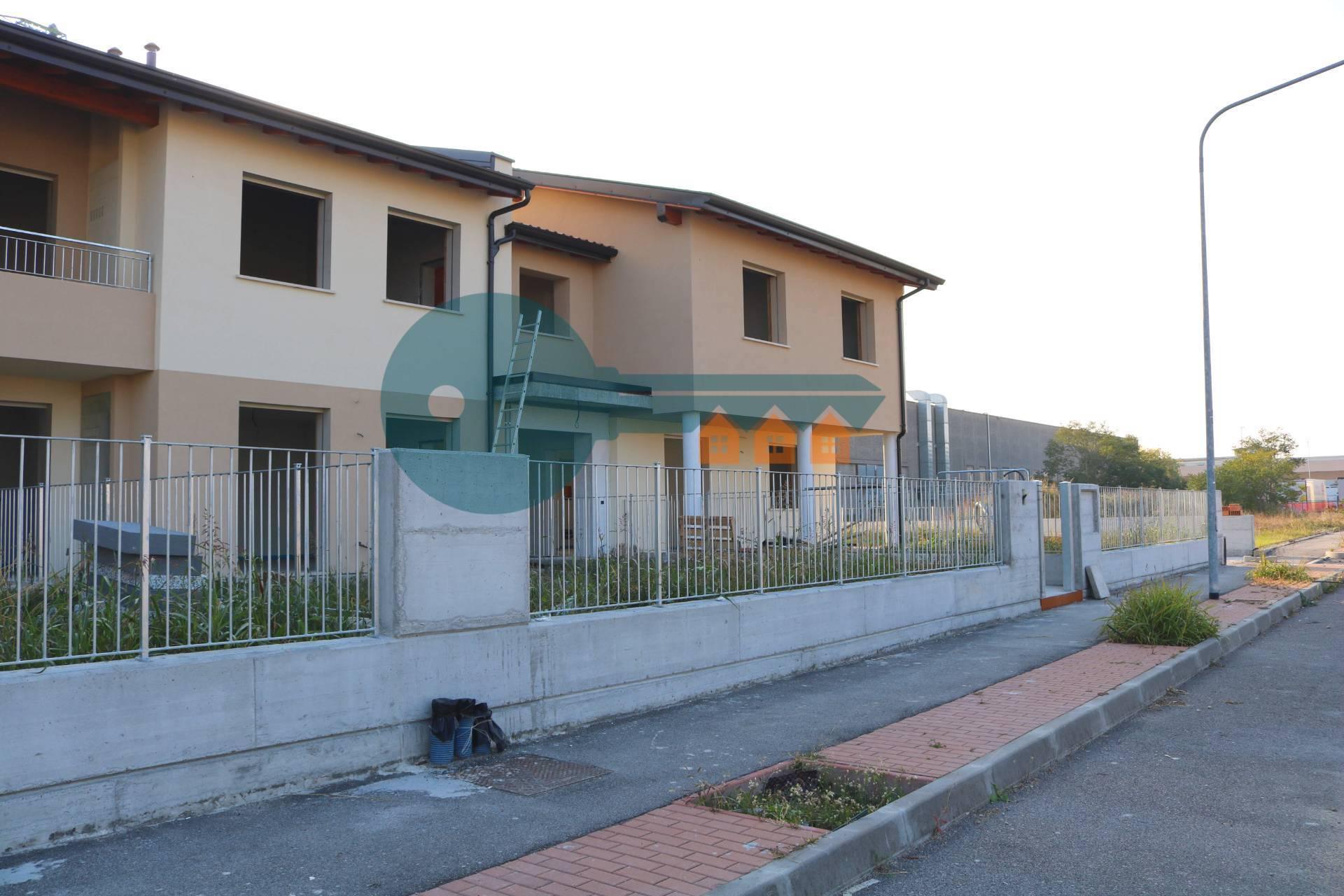 Appartamento in vendita a Castiglione delle Stiviere, 3 locali, prezzo € 159.000 | PortaleAgenzieImmobiliari.it