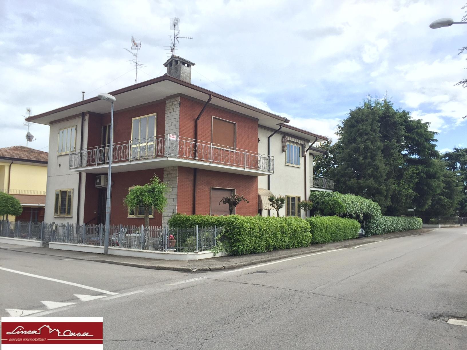 Appartamento in vendita a Masi Torello, 6 locali, prezzo € 125.000 | CambioCasa.it