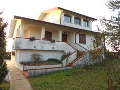 Villa Prestigiosa in Vendita a Portomaggiore