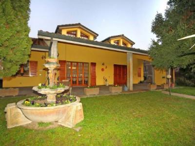Casa con due appartamenti in Vendita a Ferrara