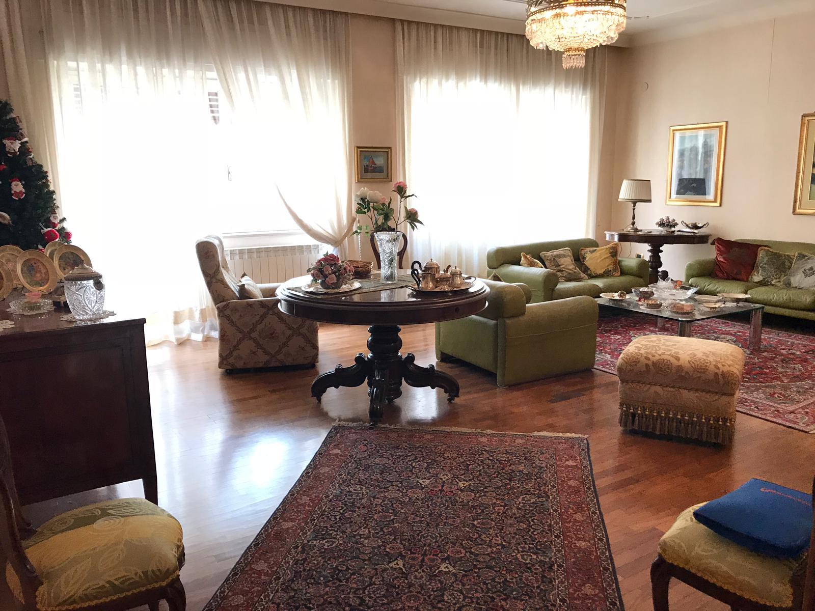 Appartamento in affitto a Benevento, 3 locali, zona Località: CENTROSTORICO, prezzo € 600 | CambioCasa.it