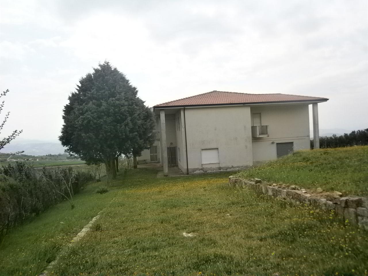 Soluzione Indipendente in vendita a Buonalbergo, 20 locali, prezzo € 89.000 | CambioCasa.it