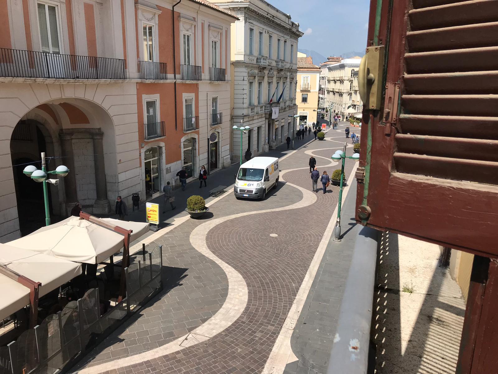 Appartamento in vendita a Benevento, 8 locali, zona Località: CENTROSTORICO, Trattative riservate | CambioCasa.it