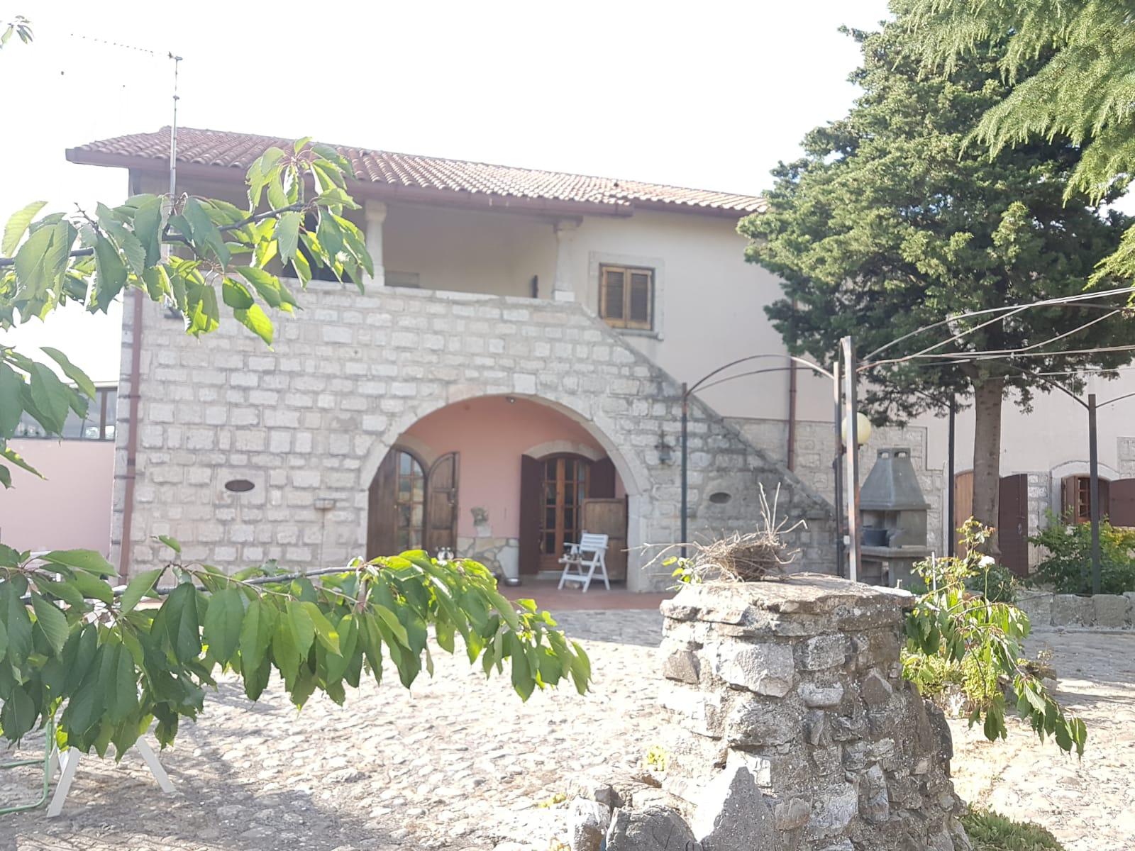 Rustico / Casale in vendita a Pontelandolfo, 8 locali, prezzo € 125.000   CambioCasa.it