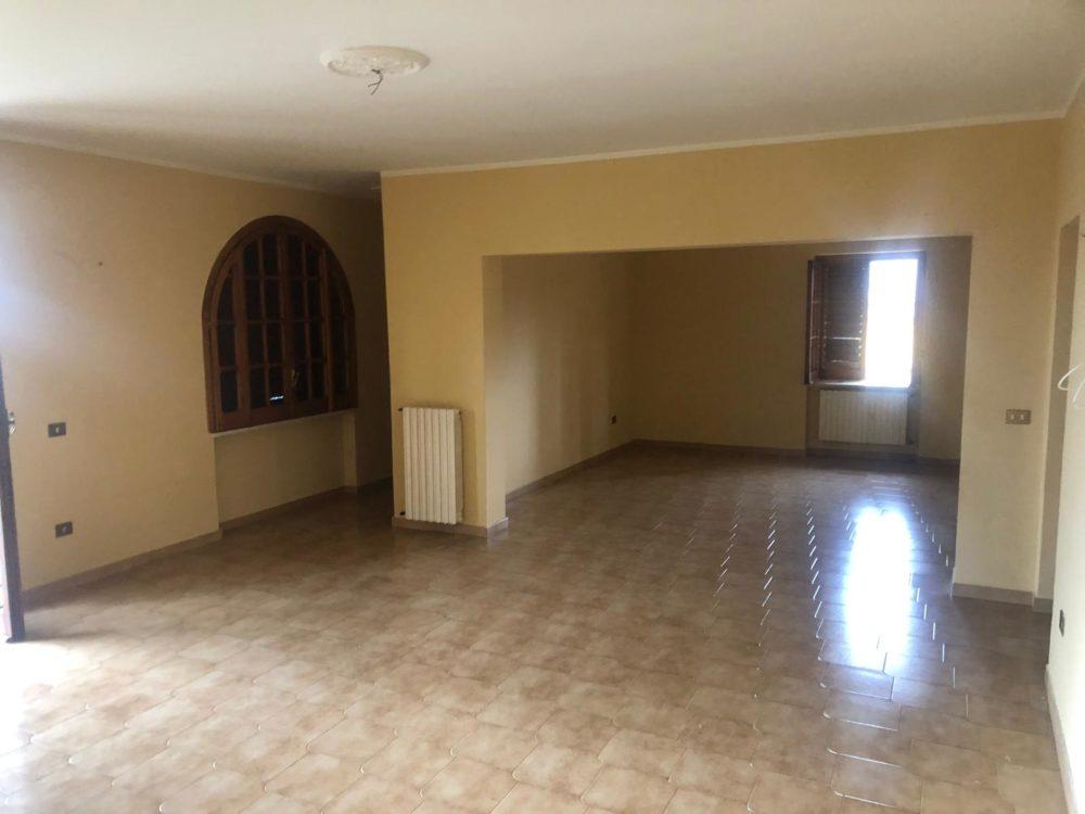 Appartamento in vendita a Benevento, 5 locali, zona Località: CONTRADE, prezzo € 63.000 | CambioCasa.it