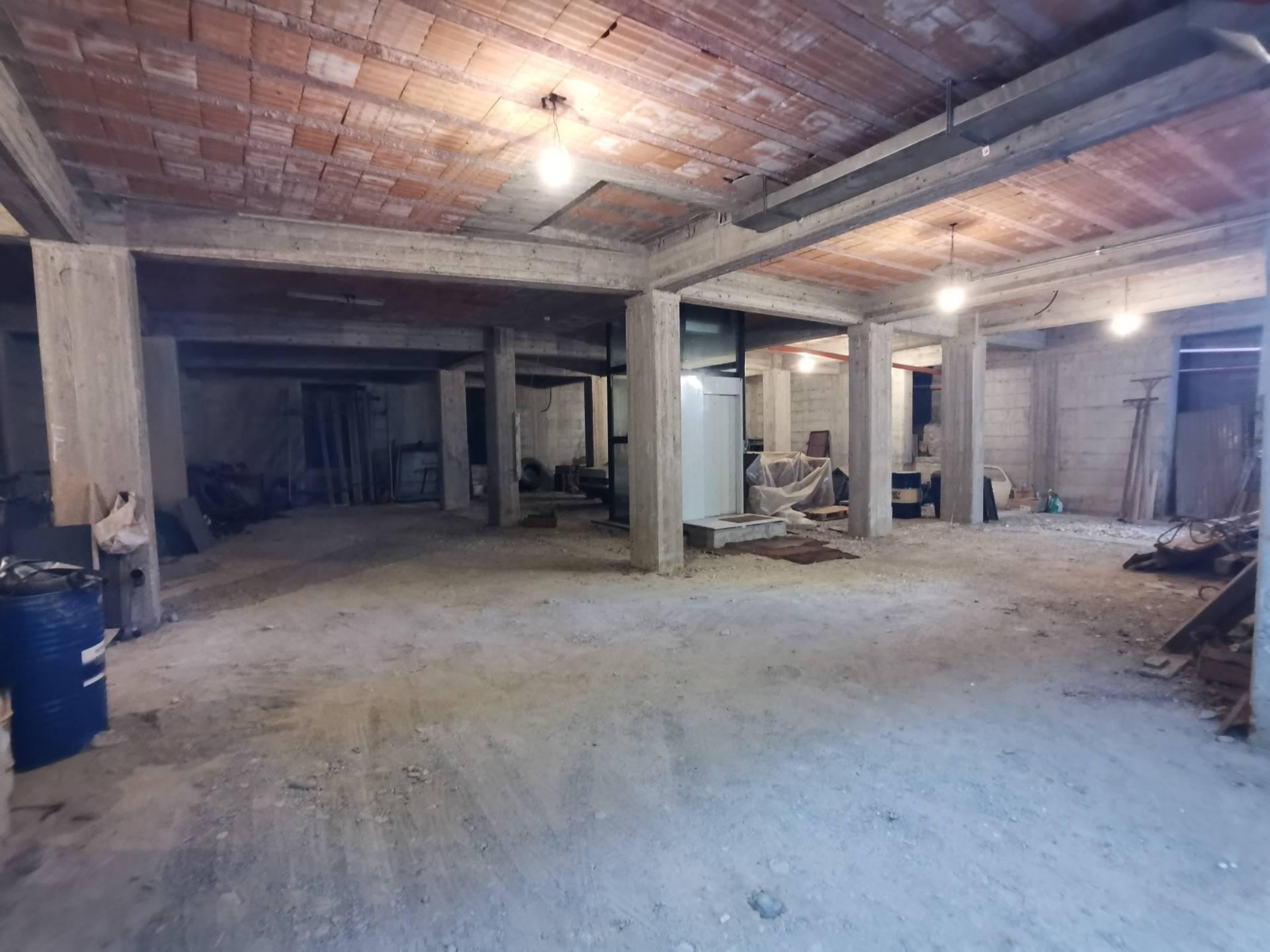 Negozio / Locale in affitto a Benevento, 9999 locali, zona Zona: Centro, prezzo € 2.000 | CambioCasa.it