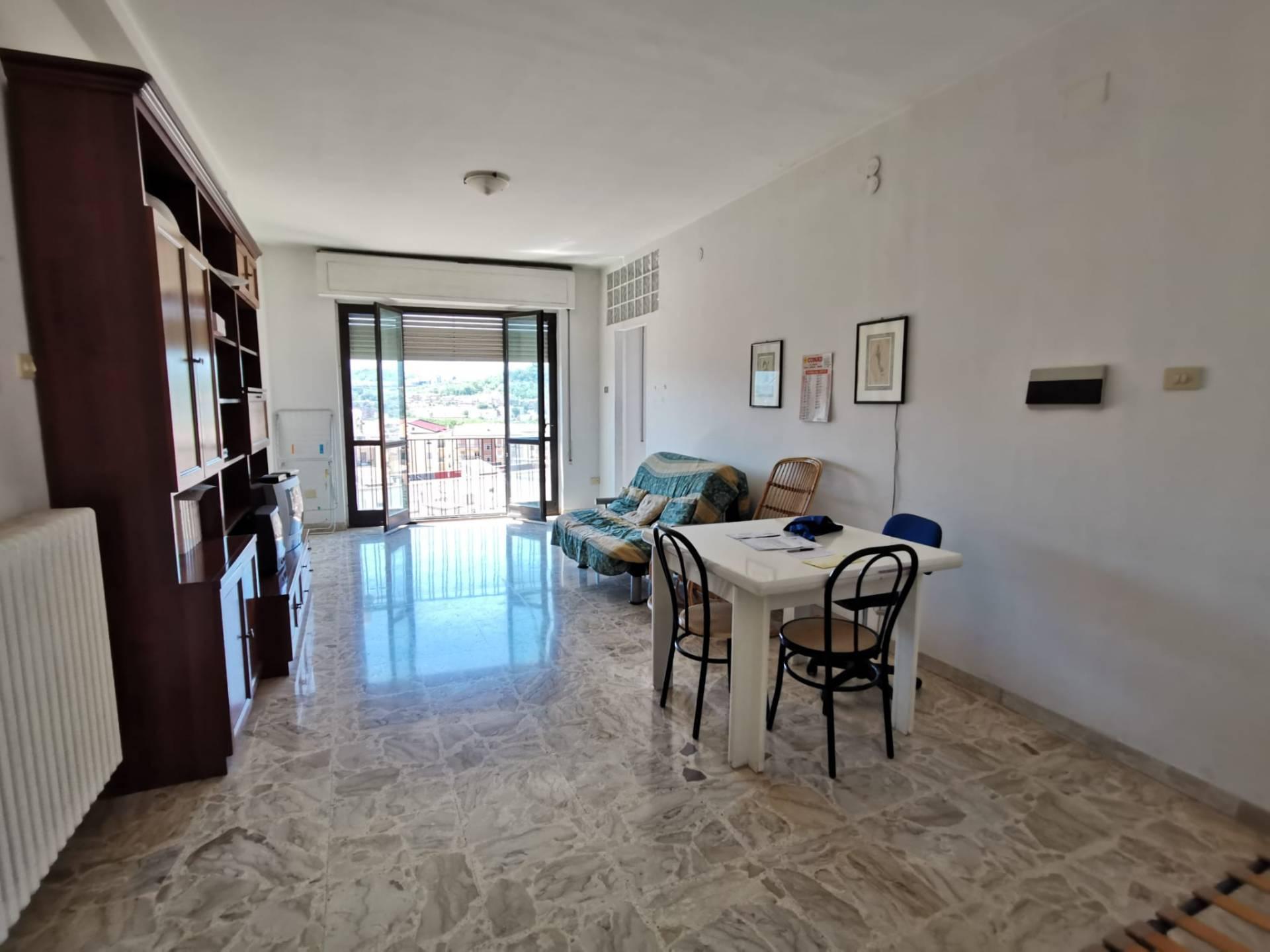 Appartamento in vendita a Benevento, 6 locali, zona Zona: Centro, prezzo € 159.000 | CambioCasa.it