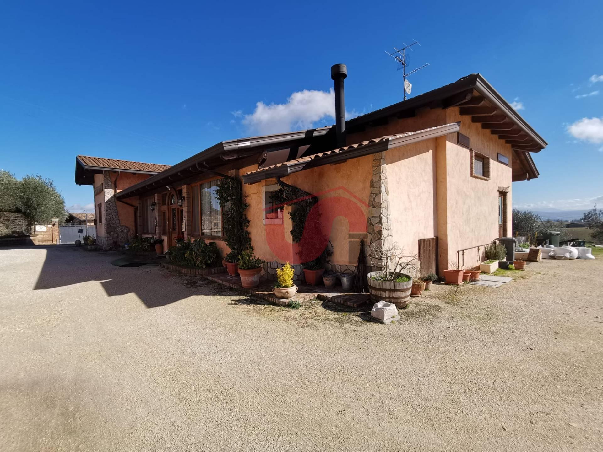 Soluzione Indipendente in vendita a San Giorgio del Sannio, 6 locali, prezzo € 160.000 | CambioCasa.it
