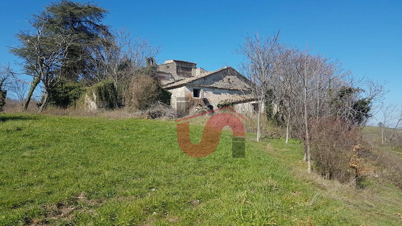 Rustico / Casale in vendita a Riccia, 15 locali, prezzo € 166.000 | CambioCasa.it
