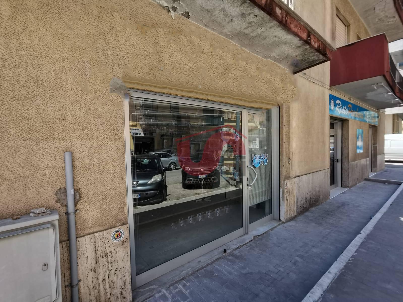 Negozio / Locale in affitto a Benevento, 9999 locali, zona Zona: Mellusi/Atlantici, prezzo € 650 | CambioCasa.it