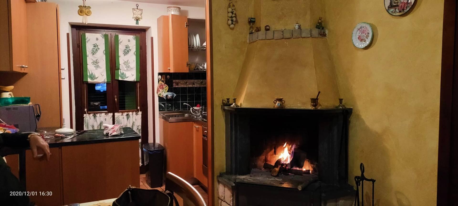 Appartamento in vendita a Bassiano, 4 locali, prezzo € 120.000 | CambioCasa.it