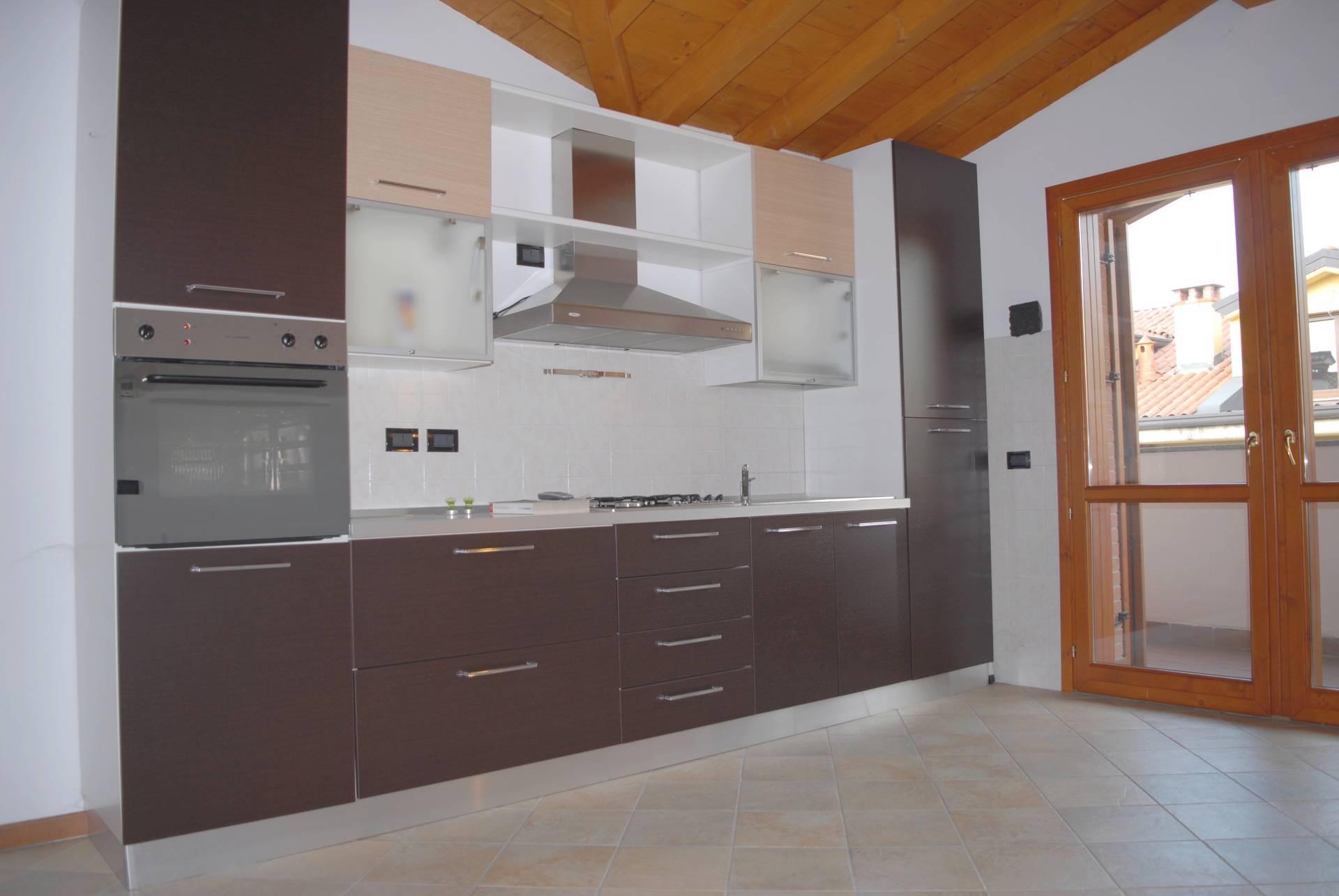 Appartamento in affitto a Calco, 2 locali, prezzo € 490 | CambioCasa.it