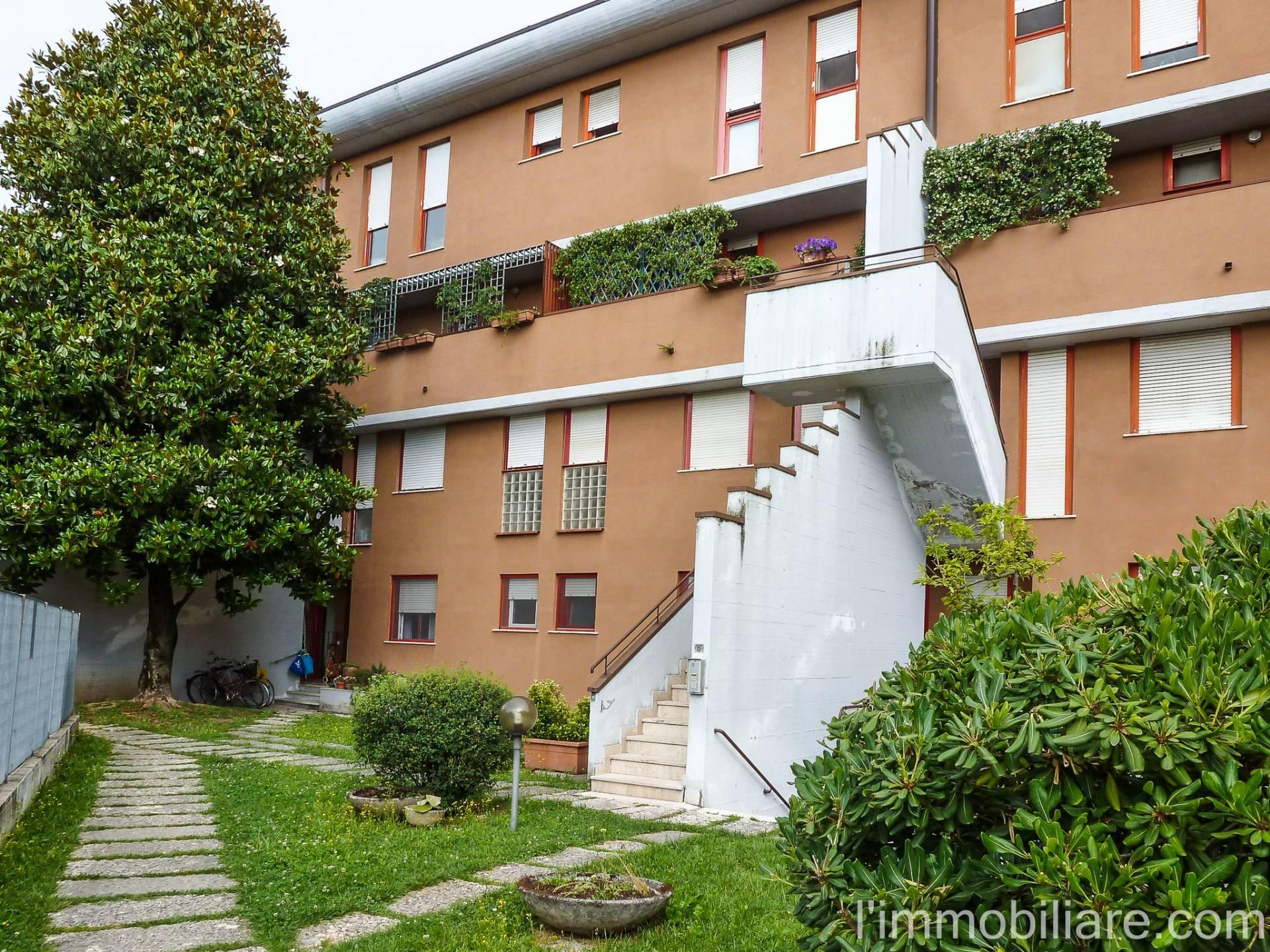 Appartamento in affitto a Verona, 4 locali, zona Località: Saval, prezzo € 600   CambioCasa.it