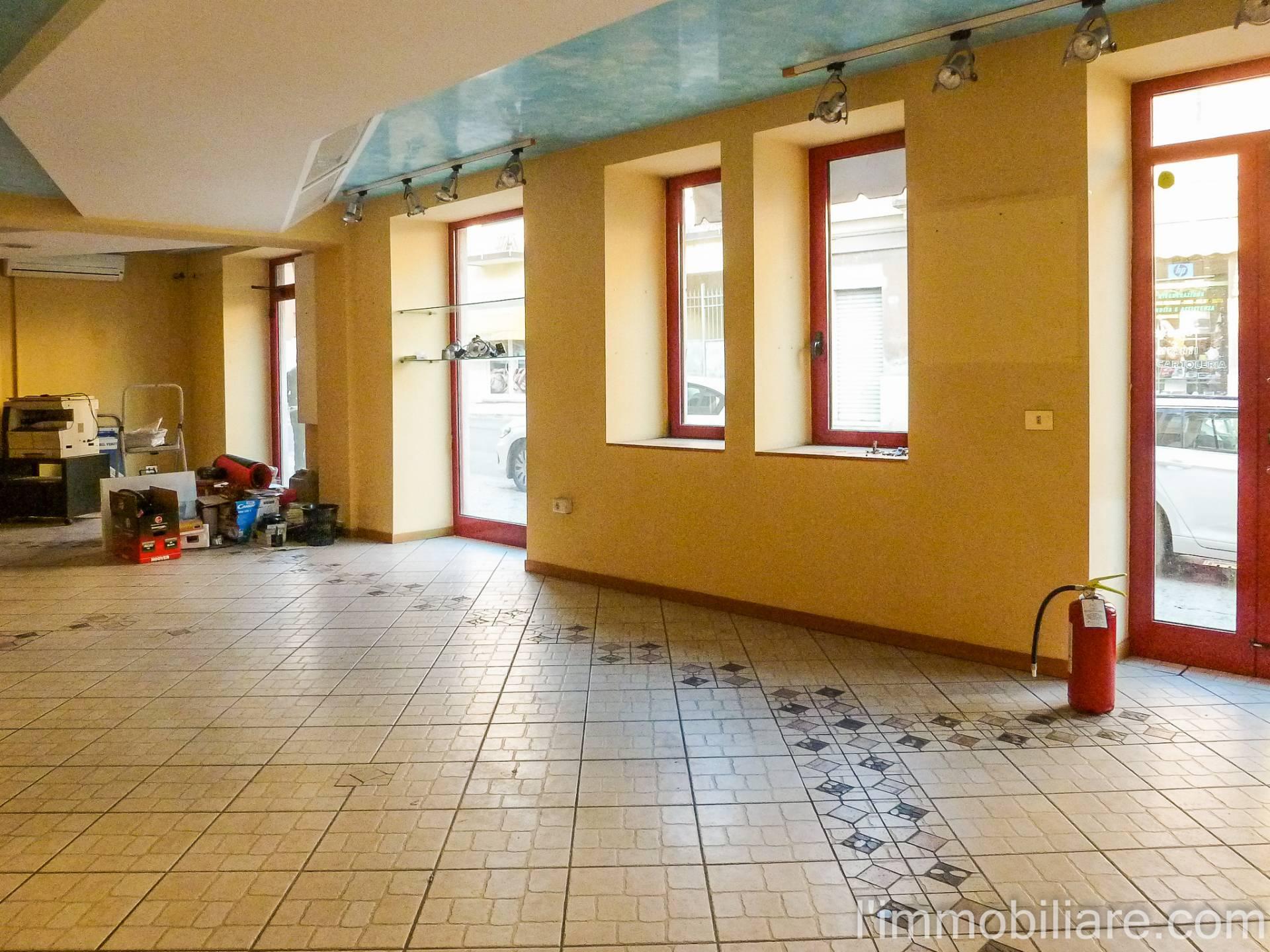 Negozio / Locale in affitto a Verona, 9999 locali, zona Zona: 5 . Quinzano - Pindemonte - Ponte Crencano - Valdonega - Avesa , prezzo € 600   CambioCasa.it