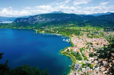Vai alla scheda: Albergo / Hotel Vendita - Caprino Veronese (VR) | Pesina - Codice 0478181039