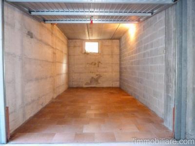 Vai alla scheda: Box / Posto auto Affitto - Verona (VR) | Ponte Crencano - Codice -vdf123