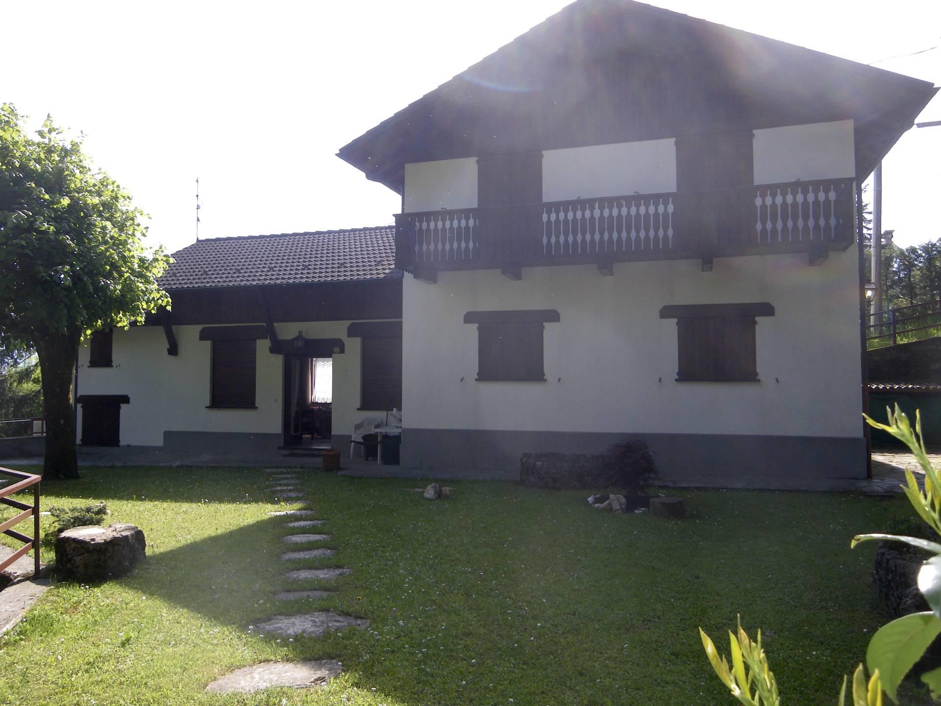 Villa in vendita a Santo Stefano d'Aveto, 12 locali, prezzo € 190.000 | CambioCasa.it