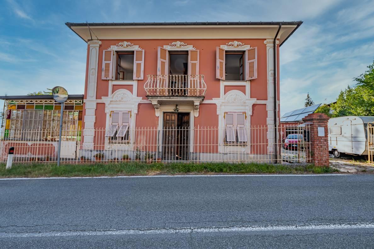 Villa in vendita a Uscio, 7 locali, zona Zona: Caprile, prezzo € 240.000   CambioCasa.it