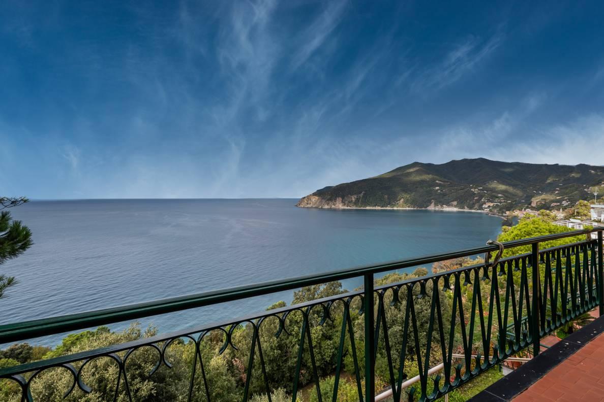 Appartamento in vendita a Moneglia, 4 locali, prezzo € 460.000 | CambioCasa.it