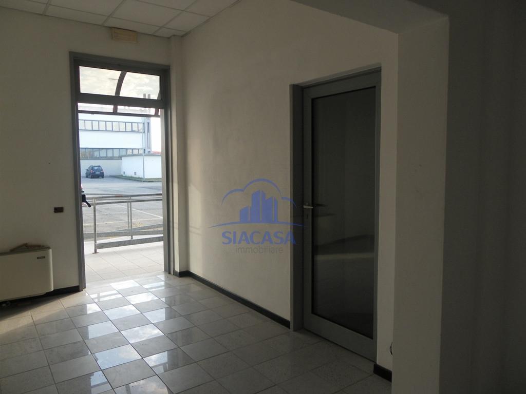 Ufficio / Studio in affitto a Caponago, 9999 locali, prezzo € 1.700 | CambioCasa.it