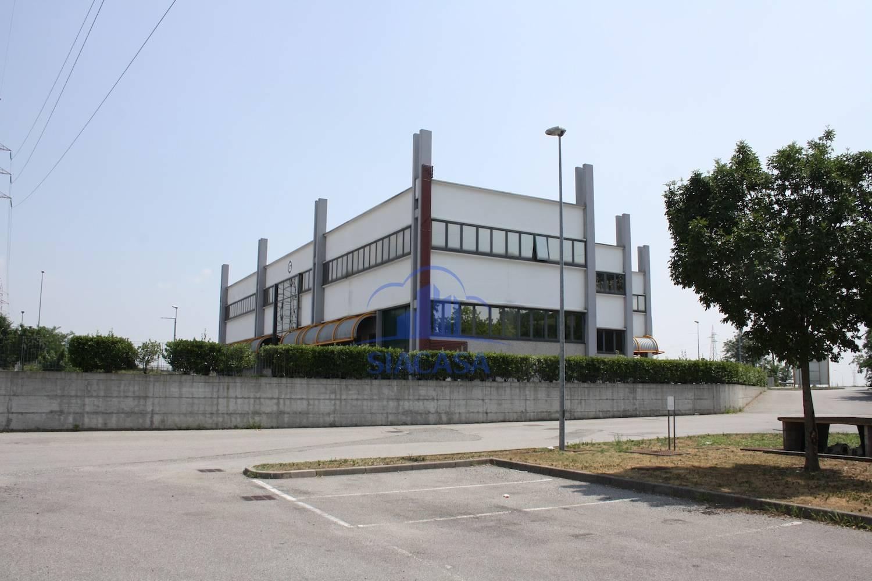 Ufficio / Studio in affitto a Caponago, 9999 locali, Trattative riservate | CambioCasa.it