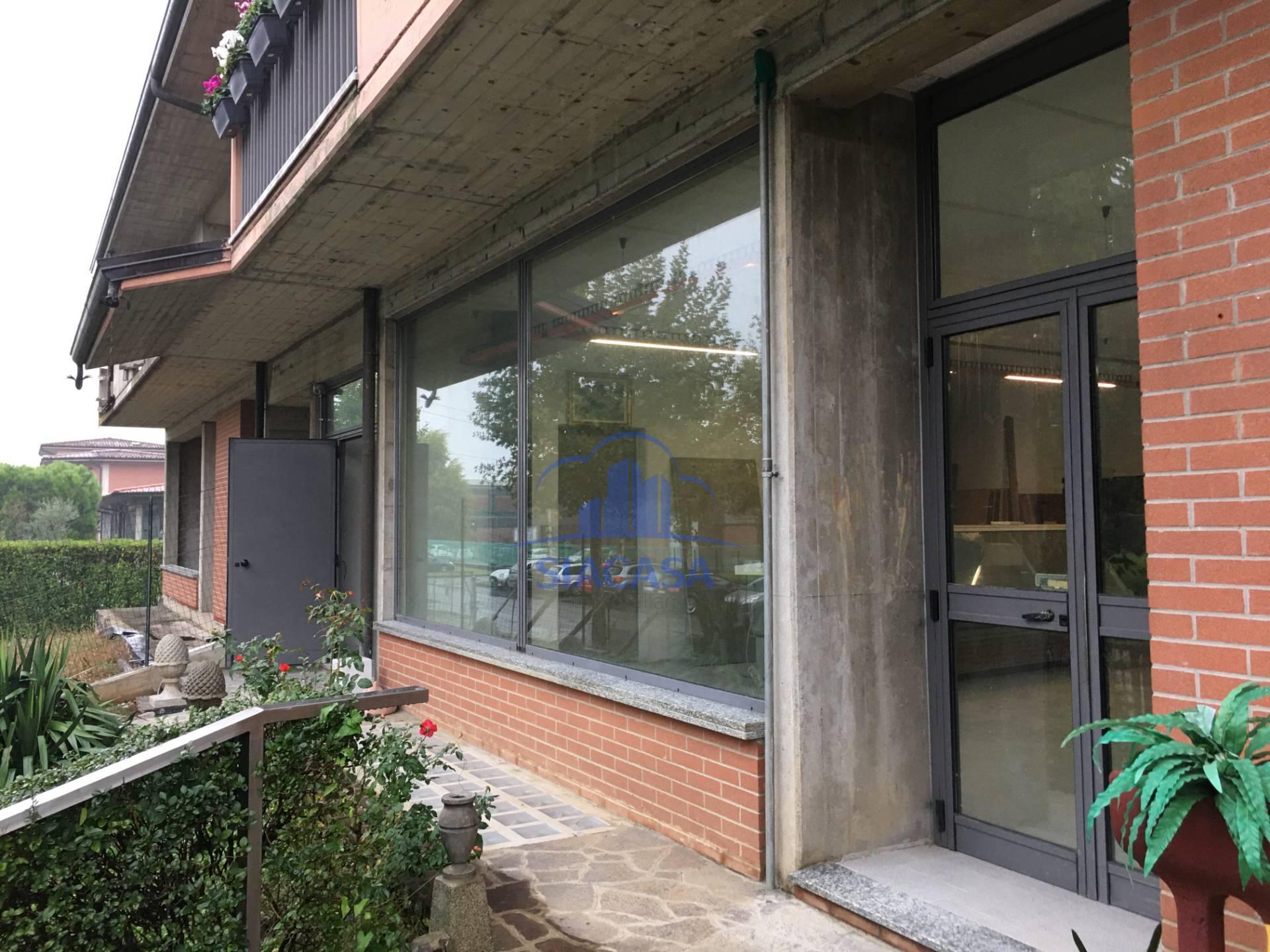 Negozio / Locale in affitto a Suisio, 9999 locali, prezzo € 1.500 | PortaleAgenzieImmobiliari.it