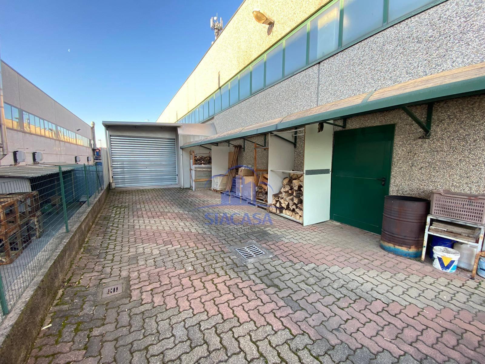 Capannone in vendita a Calusco d'Adda, 9999 locali, prezzo € 665.000 | PortaleAgenzieImmobiliari.it