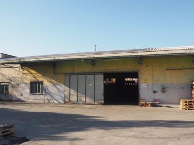 Capannoni in Vendita a Monza