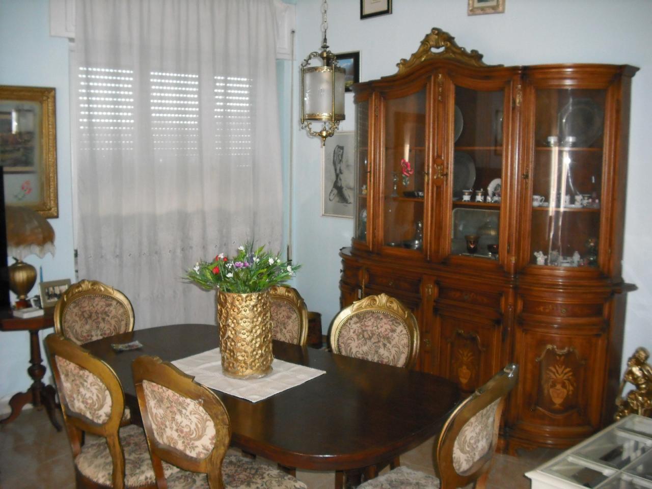 Appartamento in affitto a Carrara, 6 locali, zona Località: MarinadiCarrara, prezzo € 400.000   CambioCasa.it