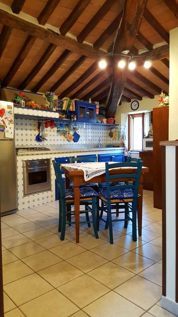 vendita appartamento seravezza querceta  200000 euro  4 locali  83 mq
