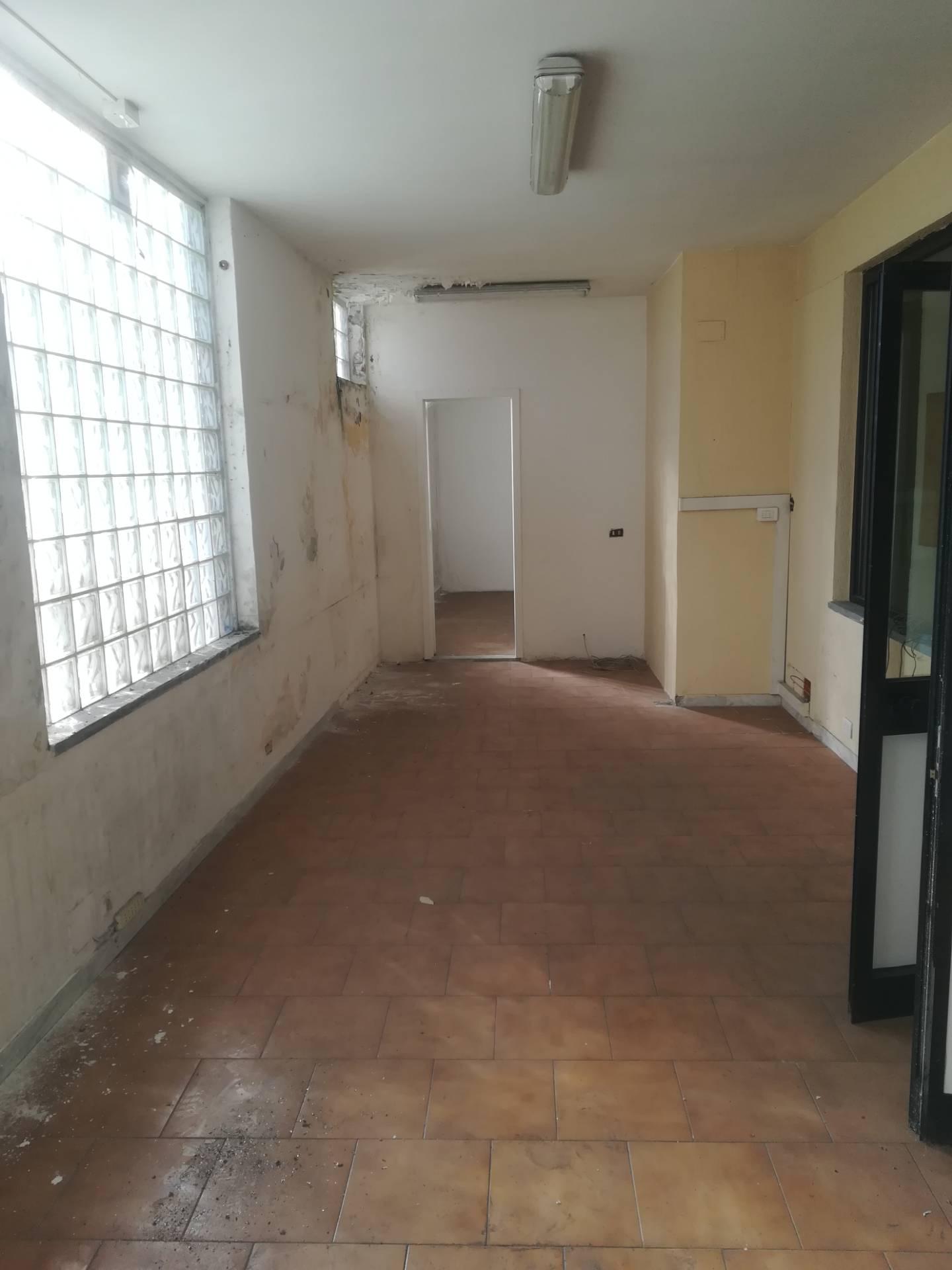 Negozio / Locale in vendita a Massa, 9999 locali, zona Zona: Centro, prezzo € 250.000 | CambioCasa.it